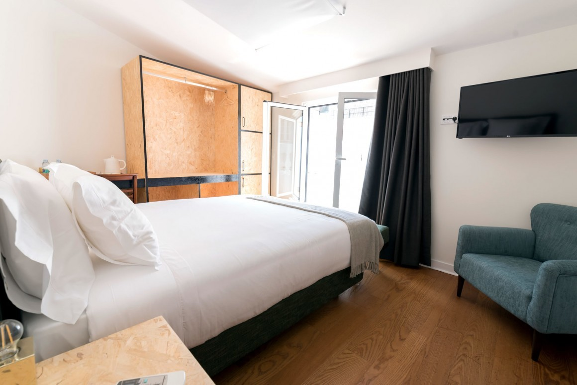 Double Room with Balcony – Lisbon Streets